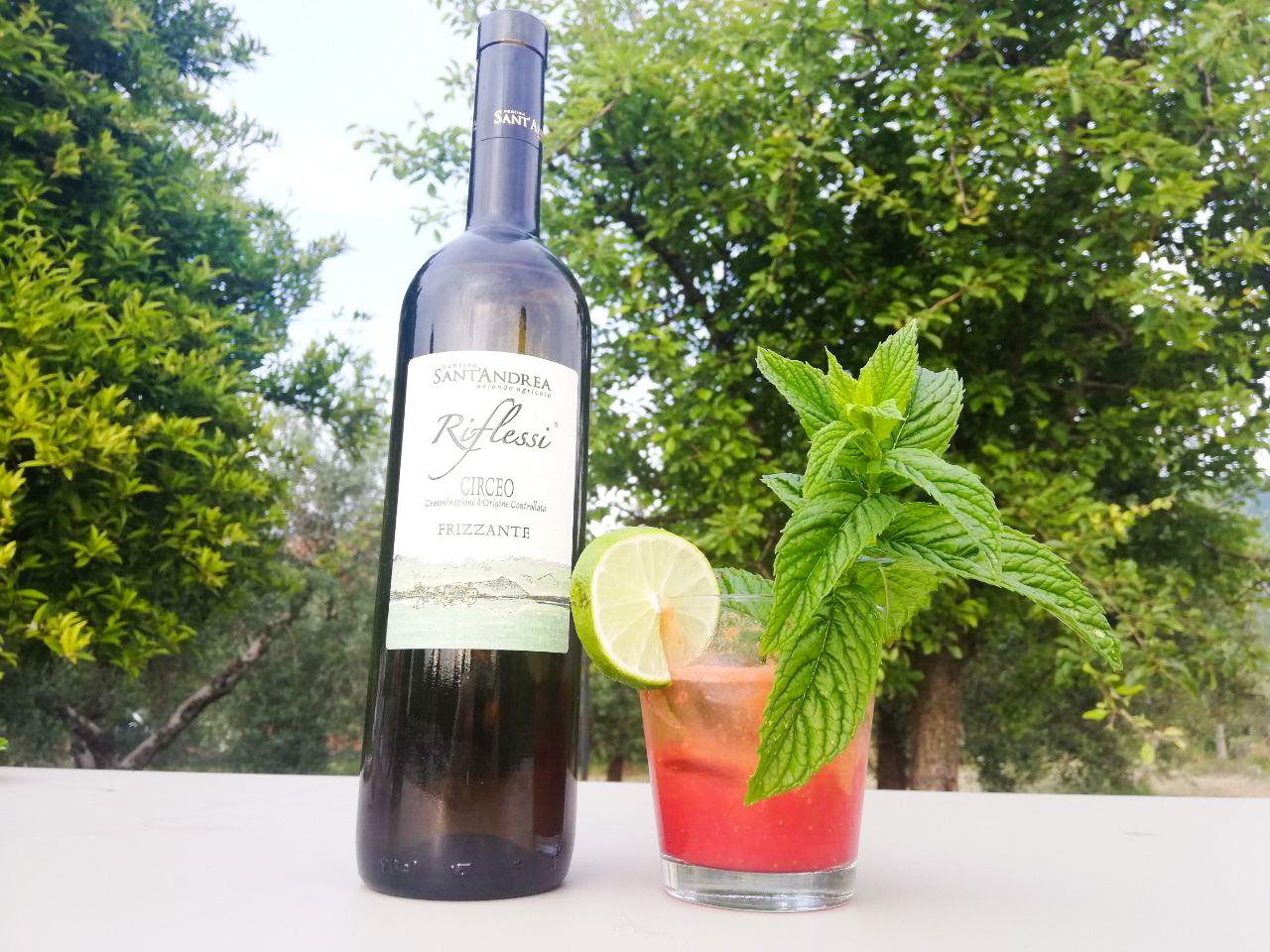 Il cocktail Rossini con vino frizzante e fragole