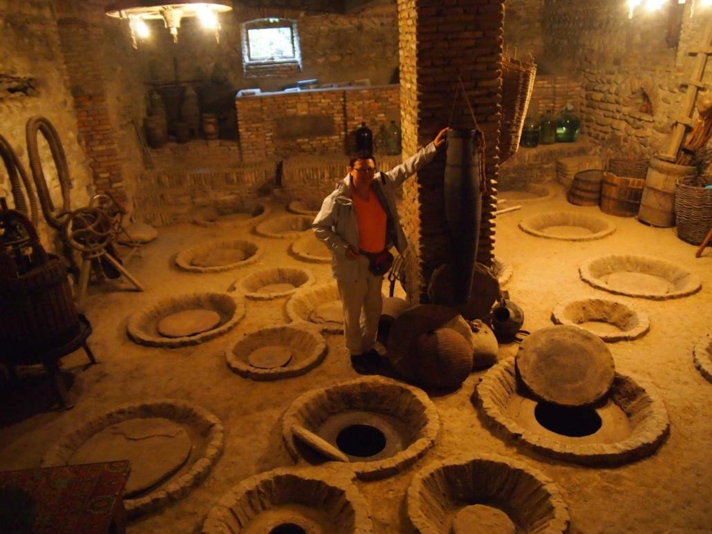 amphora wine qvevri ceramics terracotta clay